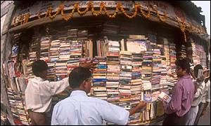 Secondhand bookstall in Delhi, BBC