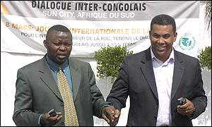 Vital Kamerhe, government representative (l) and Olivier Kamitatu (r), of the MLC rebels