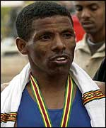 Haile Gebrselassie tastes rare defeat in the 2002 London Marathon
