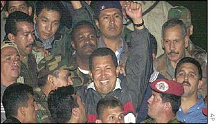 Chavez arrives back at Miraflores Palace