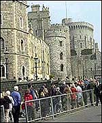 Mourners queue to see the Queen Mother's tomb