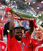 Sammy Kuffour lifts the European Cup