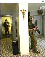 Israeli soldiers in the lobby of the start hotel