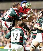 Llanelli's USA flanker David Hodges rises above Tim Stimpson and the rest of the Leicester team