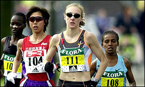 Paula Radcliffe (centre) won the London Marathon
