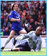 Schwarzer denies Zenden early on