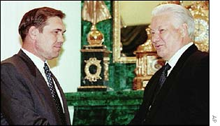 Lebed (l) with former Russian President Boris Yeltsin in 1996