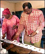 President Alpha Oumar Konare and his wife voting in Bamako