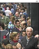 Argentines queue for the banks to reopen for the first time in a week
