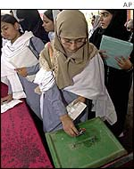 Student casts her vote