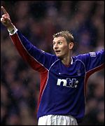 Tore Andre Flo grabbed a double to sink Hibs