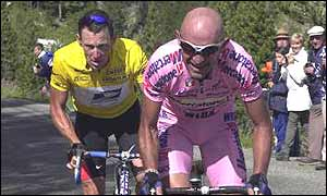 Lance Armstrong (left) and Marco Pantani on the 2000 Tour de France