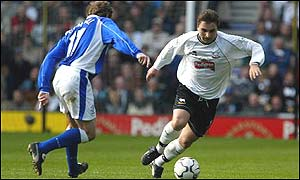 Giorgi Kinkladze of Derby gets past Scott Gemmill of Everton