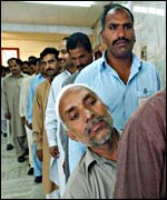 Pakistanis queue to vote in referendum