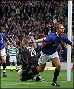 Peter Lovenkrands scores the winning goal
