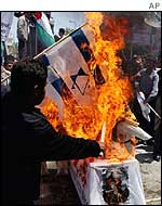 Palestinians in Gaza burn the Israeli and US flags