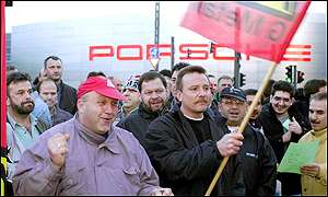 Picket line at Porsche plant in Stuttgart-Zuffenhausen