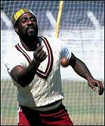 Viv Richards practising with the West Indies team