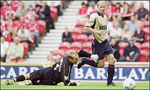Arsenal's Dennis Bergkamp beats Middlesbrough keeper Mark Schwarzer