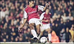 Thierry Henry scores during Arsenal's crucial 3-1 win over Man Utd at Highbury in November
