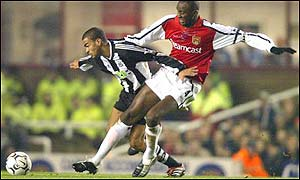 Patrick Vieira of Arsenal battles for the ball with Kieron Dyer of Newcastle