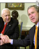 Israeli Prime Minister Ariel Sharon (l) and US President George W Bush