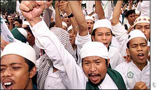 Indonesian Muslims hold a rally in Jakarta 9 May 2002 in support of Laskar Jihad's Jafar Umar Thalib.