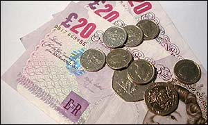 Britons fall victim to lottery scam