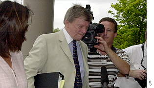 Arthur Andersen lead attorney Rusty Hardin outside the Houston District Courthouse