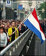 Supporters of Pim Fortuyn march through Rotterdam