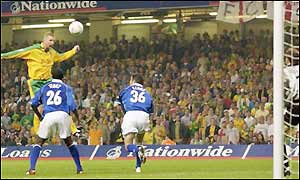 Norwich veteran Iwan Roberts puts the Canaries ahead in the 91st minute