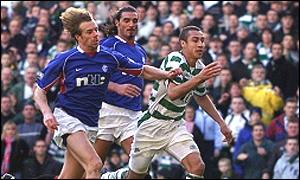 Henrik Larsson escapes from Bert Konterman