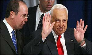 Ariel Sharon gestures to Likud central committee