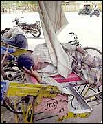 Delhi rickshaw-pullers doze in the heat