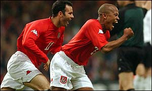 Robert Earnshaw celebrates his goal with Ryan Giggs