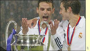 Real Madrid's Fernando Morientes and Raul celebrate with the trophy