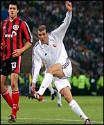Zidane volleys a breathtaking goal after 45 minutes