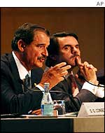 Mexican President Vicente Fox (left) with Spanish Prime Minister Jose Maria Aznar