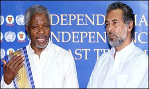 UN Secretary General Kofi Annan (left) attends a news conference with East Timor's president-elect Xanana Gusmao