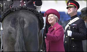 The Queen with Regimental Corporal Major Mark Kitchen