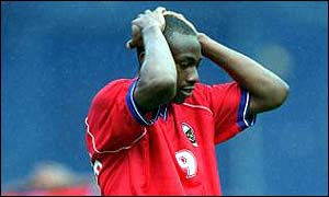 Paolo Wanchope holds his head
