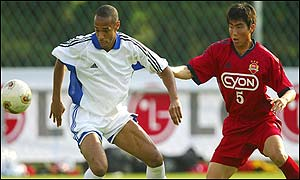 France's Thierry Henry tussles with a South Korean player