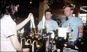 Bar personeel kan opgelei word om meer sosiaal verantwoordelike