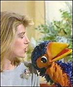 [ image: Rod Hull's Emu woos TV's Selina Scott]
