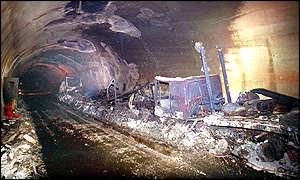 BBC News   Europe   Tunnel fire kills 30