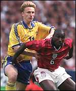 [ image: Kennet Andersson causes Sol Campbell problems]