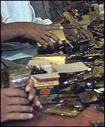 Chewing tobaccos being packaged