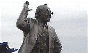 [ image: Eric Morecambe on Morecambe promenade]