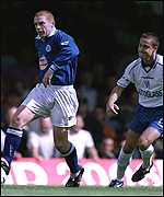 [ image: Neil Lennon escapes Dennis Wise's attentions]