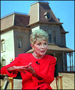 Janet Leigh in front of the original 'Psycho' house